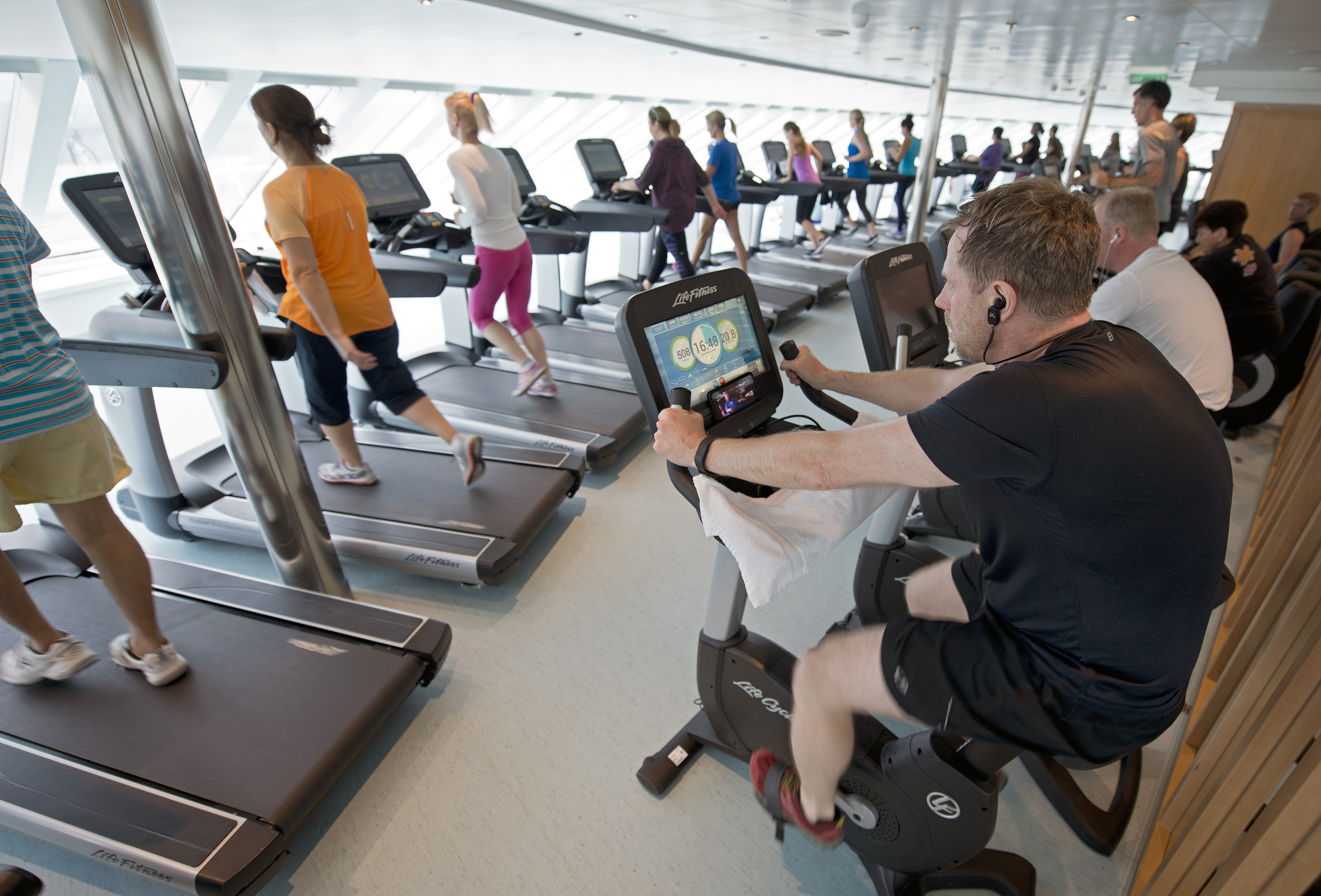 Guests onboard the Carnival Vista workout in the ship's Cloud 9 Spa.